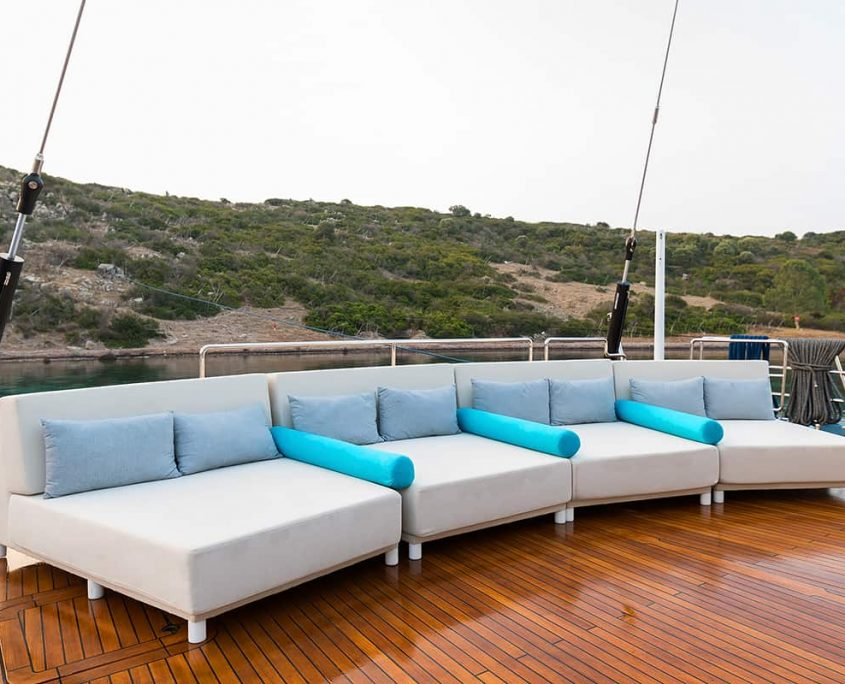 ALL ABOUT YOU Sitting area on flybridge