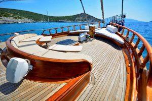 ARTEMIS & SIMAY Front deck