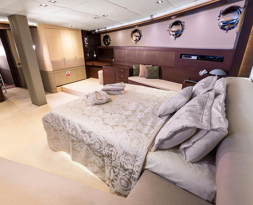 DOUBLE EAGLE Cabin