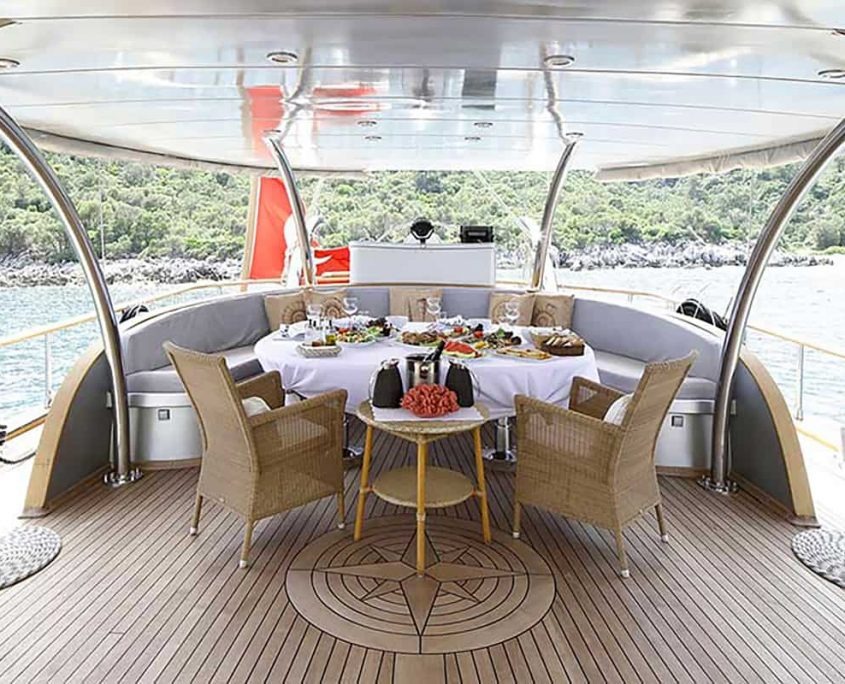 SILVER MOON Dining area on Aft deck