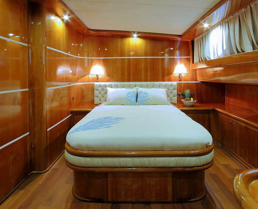 SILVERMOON Guest Cabin 1 (2)