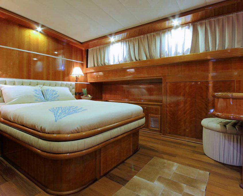 SILVERMOON Guest Cabin 1
