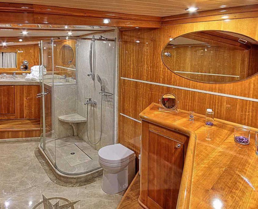 SILVERMOON Master Bathroom (2)-min