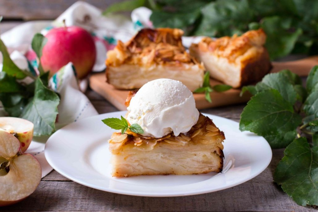 Closeup-of-a-slice-of-apple-pie-with-a-scoop-of-ice-cream-on-a-plate-min