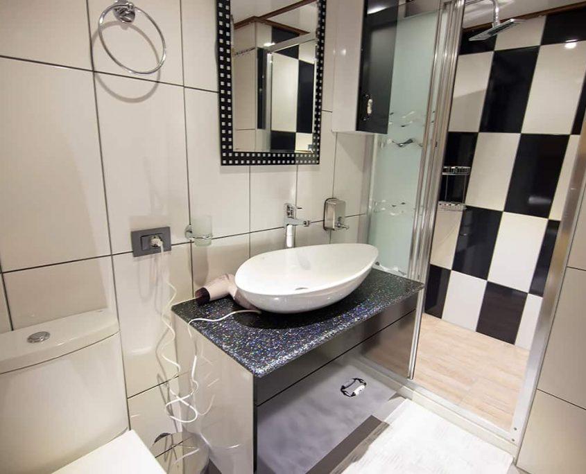 NEVRA QUEEN Bathroom