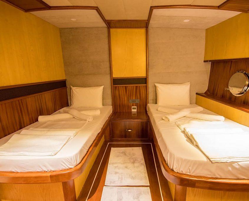 NEVRA QUEEN Twin cabin