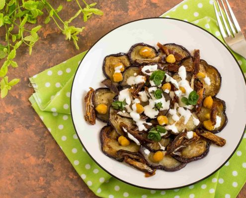 Salad-with-fried-eggplants-chickpeas-and-dates-min