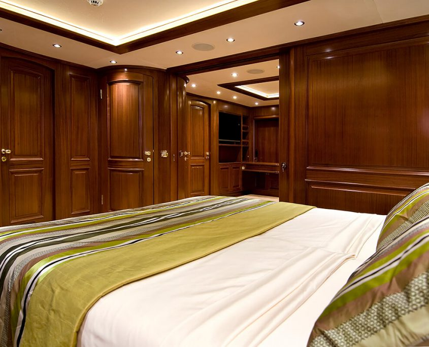 Double Cabin with Queen Bed